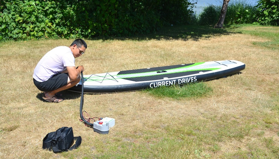 using the electric pump with battery pack to inflate the SUP